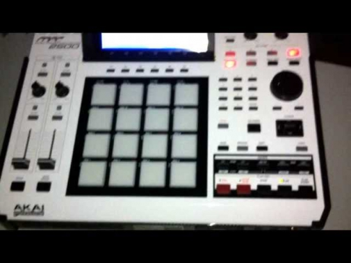 araabMUZIK beats on akai mpc 2500 in studio